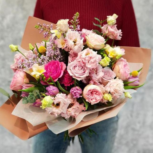 Принести девушке на работу цветы требуются девушки для работы в японии читать