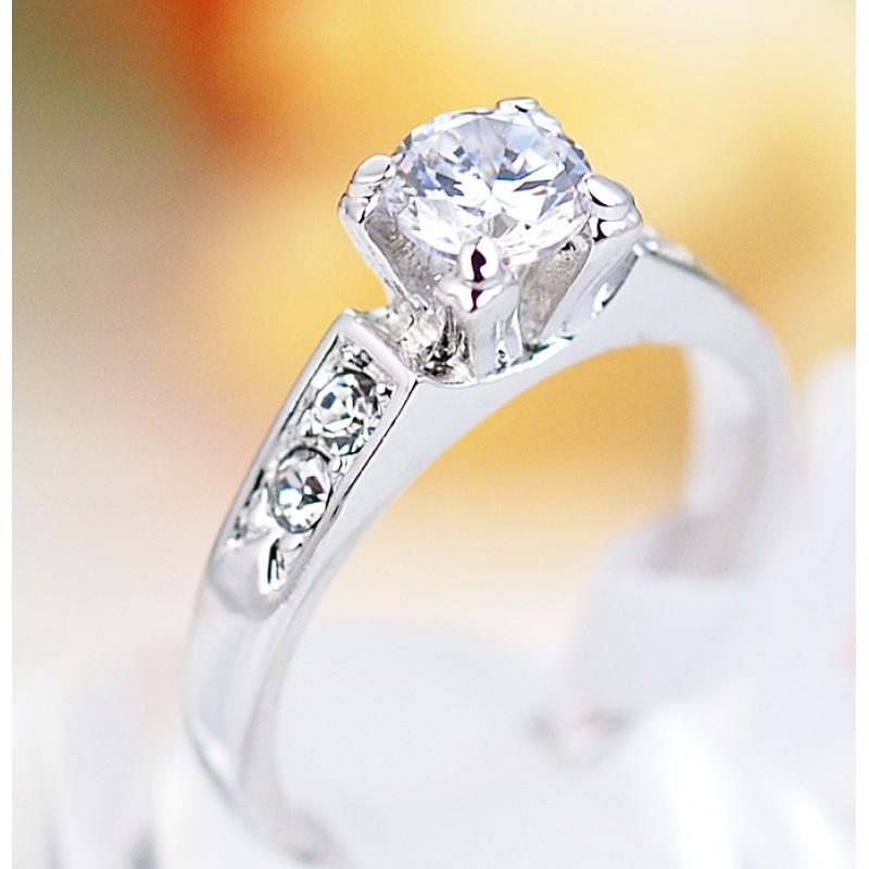 Кольцо Предложение с цирконием и кристаллами, покрытие - родий<br>