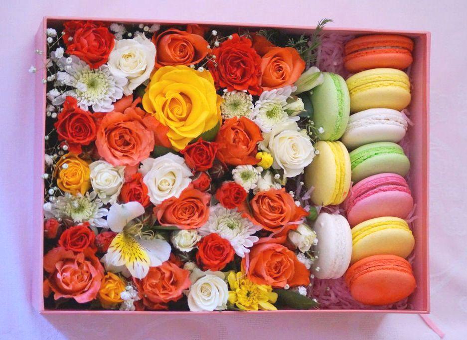 Цветы и макаруны<br>