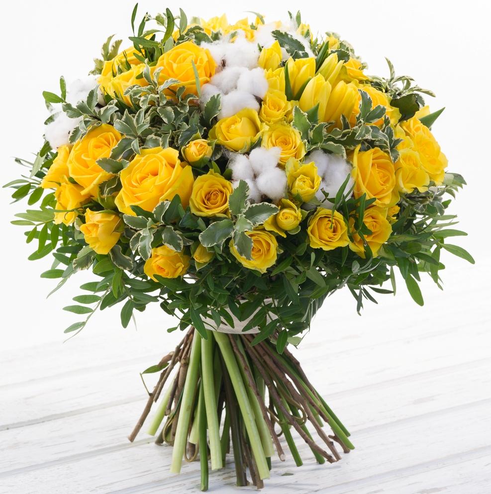 Авторский букет цветов Летнее настроение<br>Ингредиенты: Писташ 1 шт, Питтоспорум 1 шт, Роза (60 см) 10 шт, Роза кустовая 10 шт, Тюльпан 15 шт, Хлопок 9 шт;