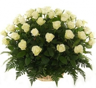 Корзина цветов из 51 розы<br>Состав букета: Розовая роза, Оранжевая роза, Белая роза, Желтая роза, Красная роза, Малиновая роза, Коралловая роза, Кремовая роза; Ингредиенты: Папоротник 1 шт, Оазис 3 шт, Корзина средн. 1 шт, Роза (50 см) 51 шт;