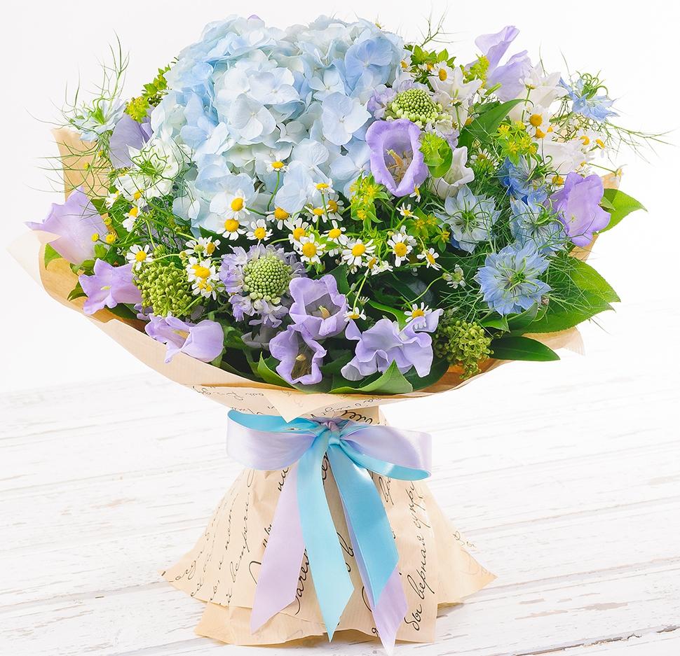 Авторский букет цветов Дыхание ангела<br>Ингредиенты: Буплерум 2 шт, Клематис 3 шт, Салал 1 шт, Танацетум  5 шт, Эустома 5 шт, Гортензия 1 шт, Скимия;
