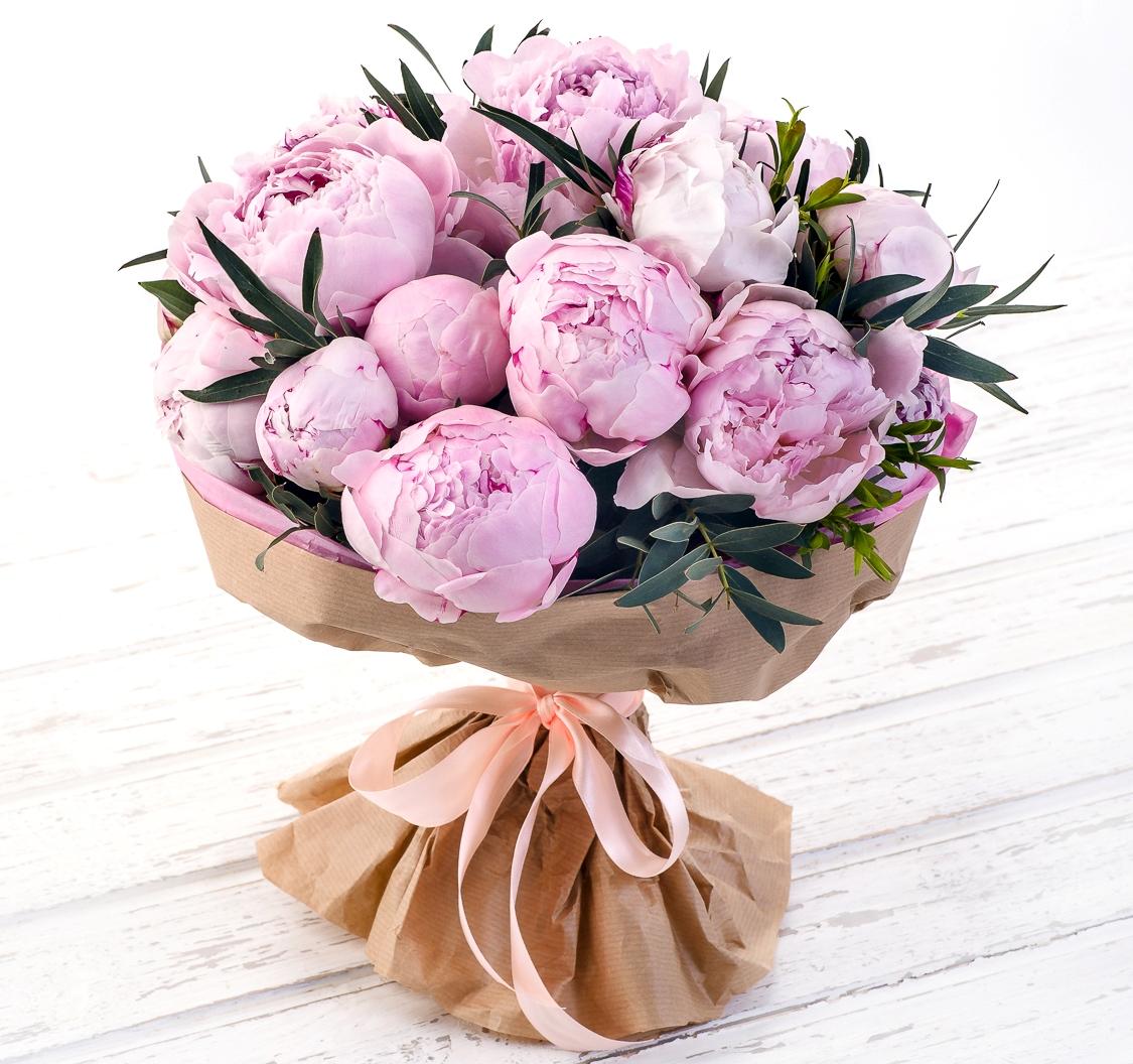 Авторский букет цветов Грейс Келли<br>Ингредиенты: Пион 25 шт, Эвкалипт 1 шт, Оформление 1 шт;