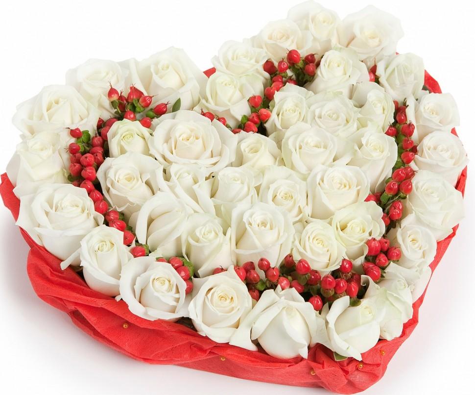 Амур<br>Ингредиенты: Гиперикум 5 шт, Роза (50 см) 41 шт, Оазис;