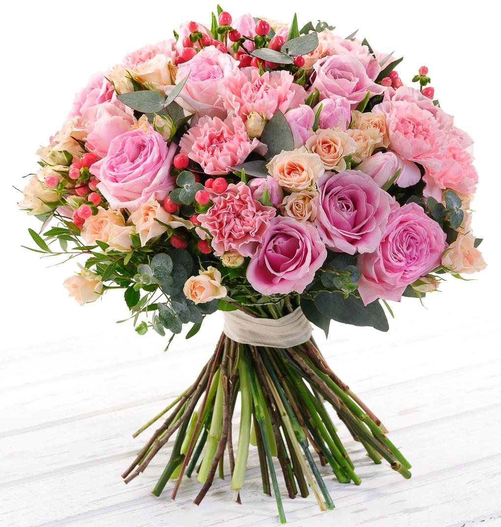 Миллениум<br>Ингредиенты: Роза (60 см) 10 шт, Роза кустовая 10 шт, Роза пионовидная 5 шт, Гиперикум 5 шт, Гвоздика 10 шт, Тюльпан 10 шт, Эвкалипт 1 шт, Писташ 1 шт;