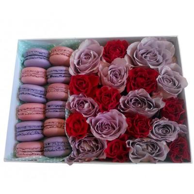 Макаронс с цветами в коробке<br>