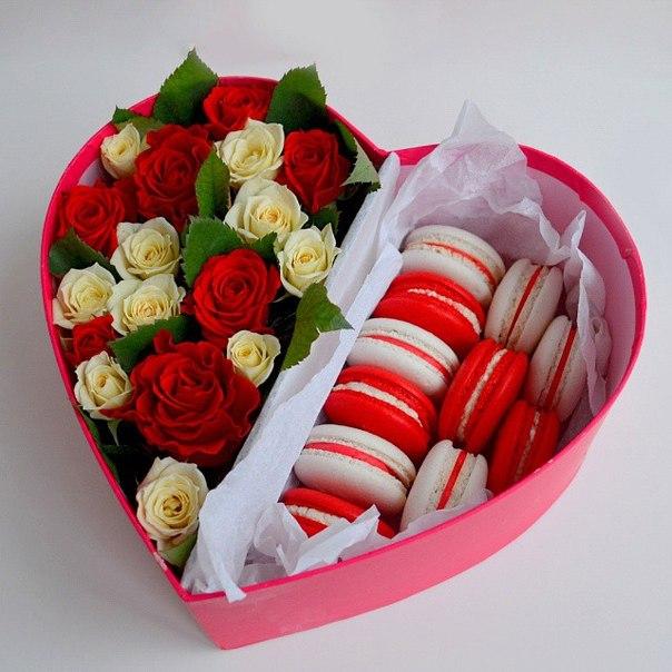 Сердце из роз и макаруни<br>