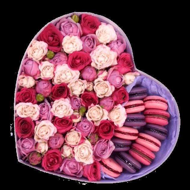 Сердце с кустовыми розами и макарунами<br>
